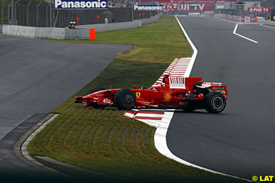 Kimi Raikkonen spins during Saturday morning practice